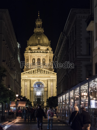 st stephens basilica illuminated at night