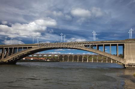 azul aguas puente nube boveda hormigon