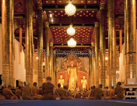 monges na sessao no templo de