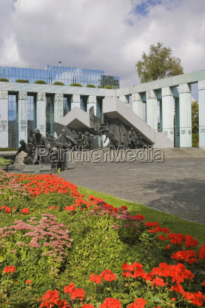 statues and monument commemorating the polish