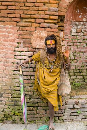 nepal kathmandu um homem religioso patas
