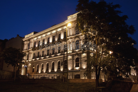 building next to the szechenyi chain