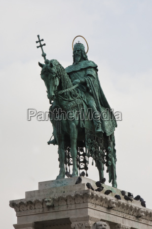 bronze statue of king stephen i