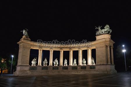 estátuas, de, reis, húngaros, no, quadrado - 25485300