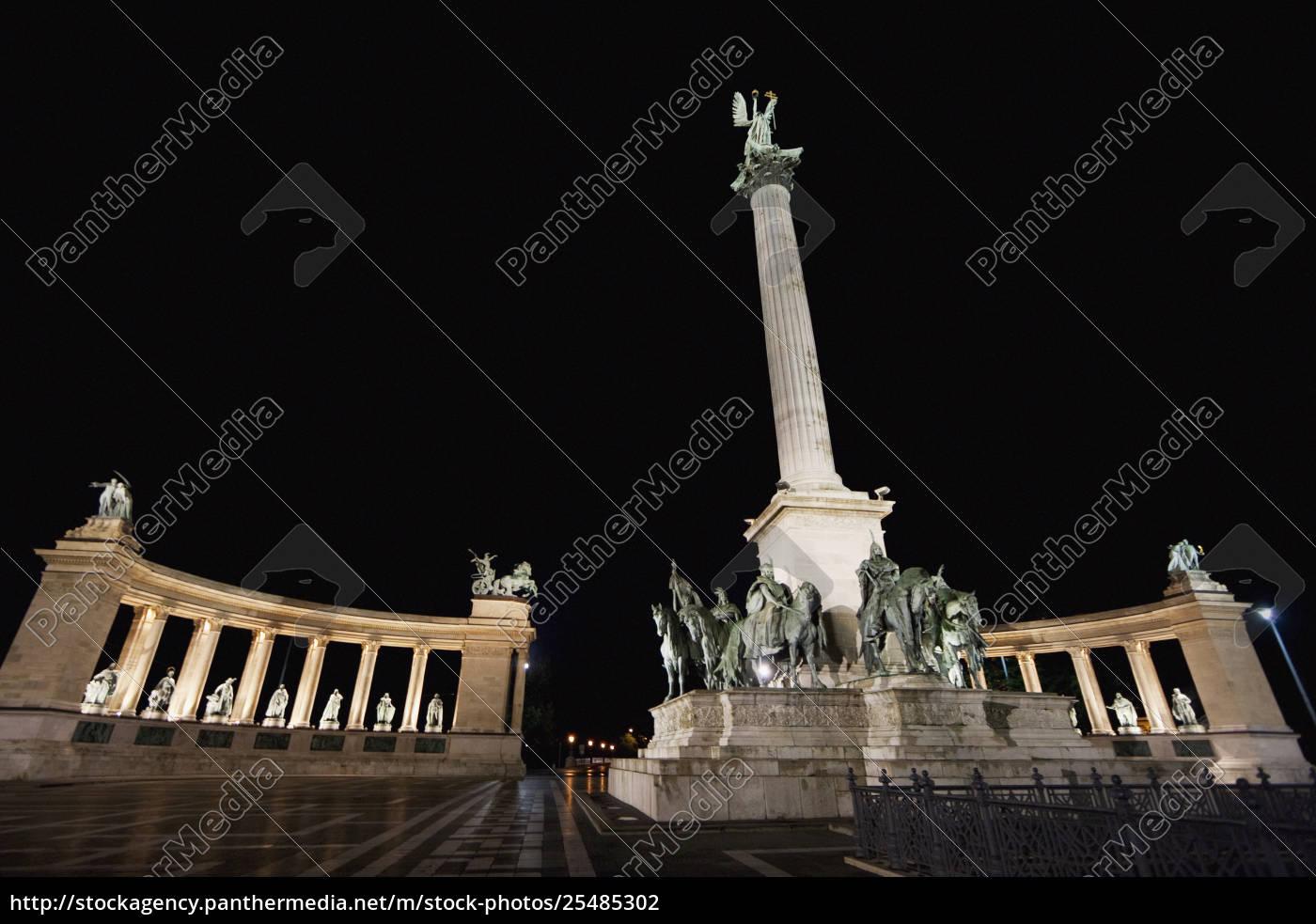 estátuas, de, reis, húngaros, no, quadrado - 25485302