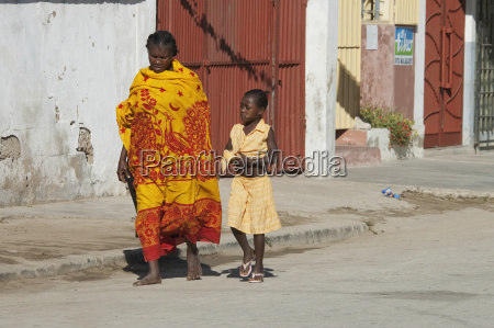 kvinde og pige i toliara madagaskar