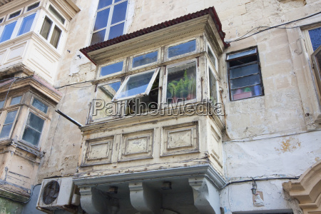 enclosed balcony valletta malta