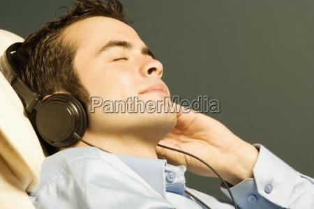 pessoas povo homem homens ouvir dentro