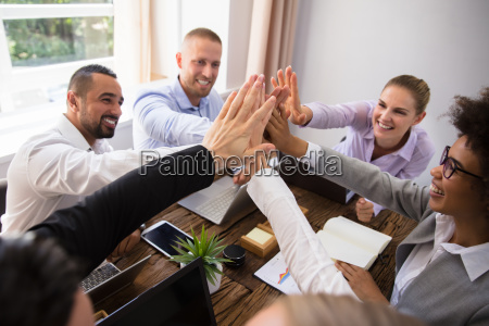 empresarios dando alta de cinco no