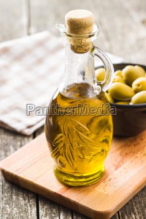 azeite de oliva na garrafa