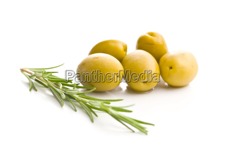 azeitonas verdes e ramo de alecrim