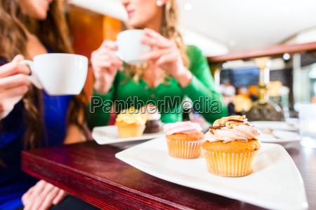 cafe risadinha sorrisos mulher mulheres cha
