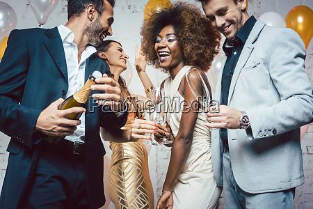 frasco do champanhe da abertura do