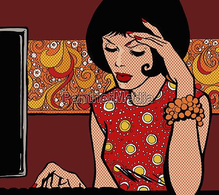 mulher que concentra datilografar no computador