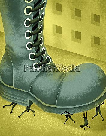 grande bota que stomping em povos