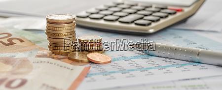 euro contas e moedas em originais
