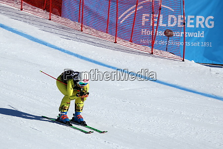 qualification for the fis ski cross
