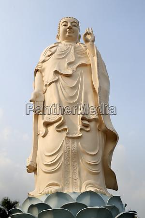 amitabha buddha statue vinh trang buddhist