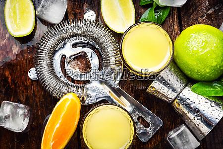 copo de bebida laranja bebidas alcoolicas