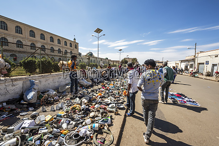 mercado de utensilios domesticos usados asmara