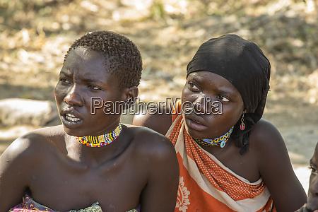 close up de duas mulheres novas