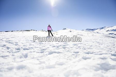 esqui da mulher o ceu azul