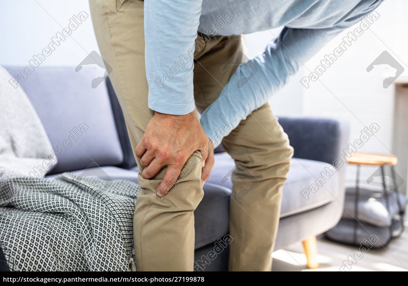 man, having, knee, pain - 27199878
