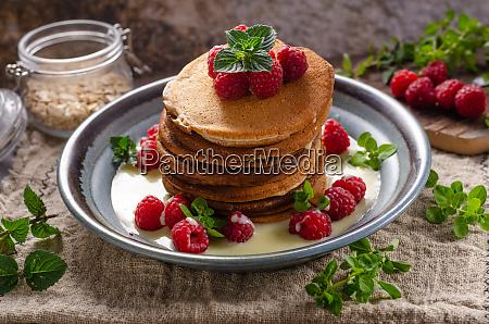 pancakes with vanilla sauce