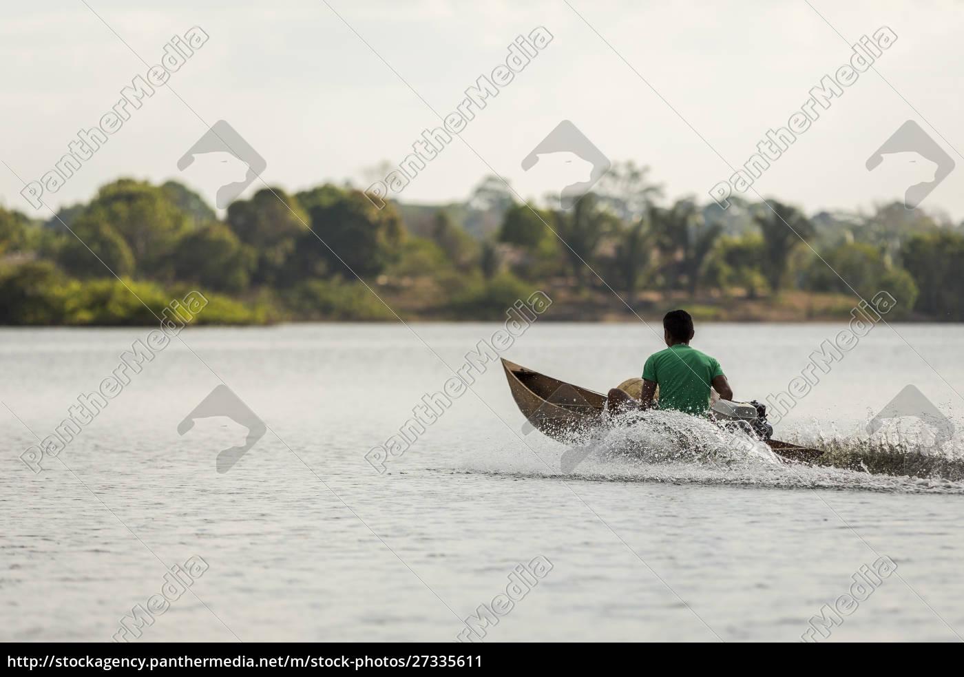 homem, em, canoa, motorizada, de, madeira - 27335611