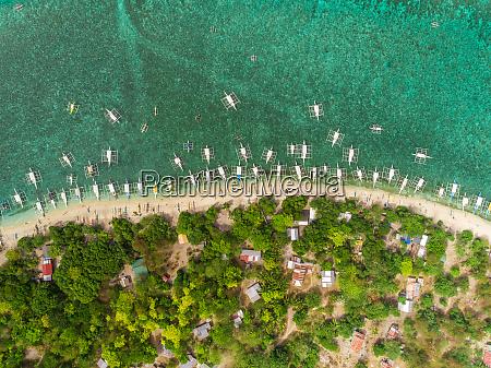 vista aerea da praia edificios barcos