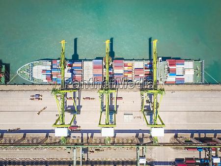 vista aerea de um navio mercante