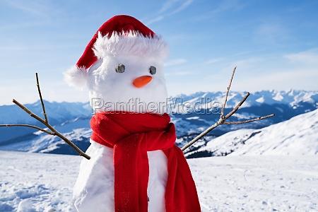 boneco de neve incompleto com chapeu