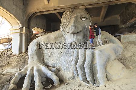 famoso fremont bridge troll sob aurora