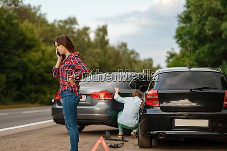 motoristas, homens, e, mulheres, na, estrada, acidente - 28083390