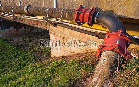 pipeline, crossing, a, bridge - 28256083