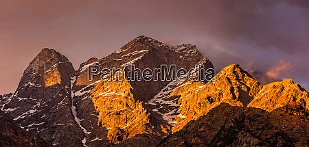 himalayas mountains