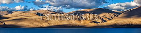lake tso moriri in himalayas ladakh