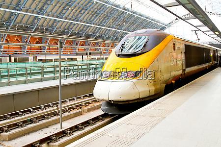 plataforma de trem rapido
