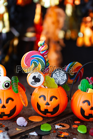 doces coloridos de halloween