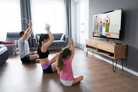 familia fit fazendo casa on line