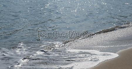 onda do mar na pedra do