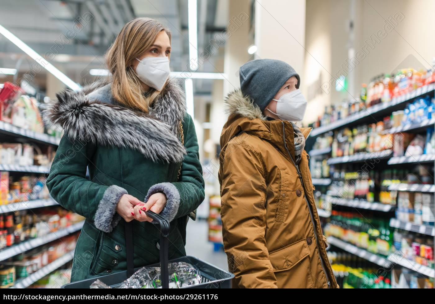 family, shopping, in, supermarket, during, covind19 - 29261176