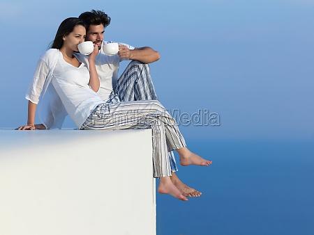 casal romantico feliz jovem se divertir