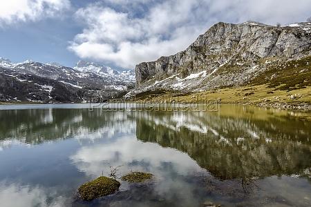 lago ercina covadonga asturias espanha